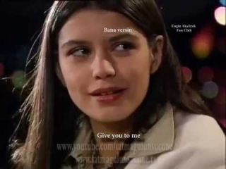 Kerim ve Fatmagul singing - Evlerinin Önü Mersin with English subtitles Engin Akyurek and Beren Saat