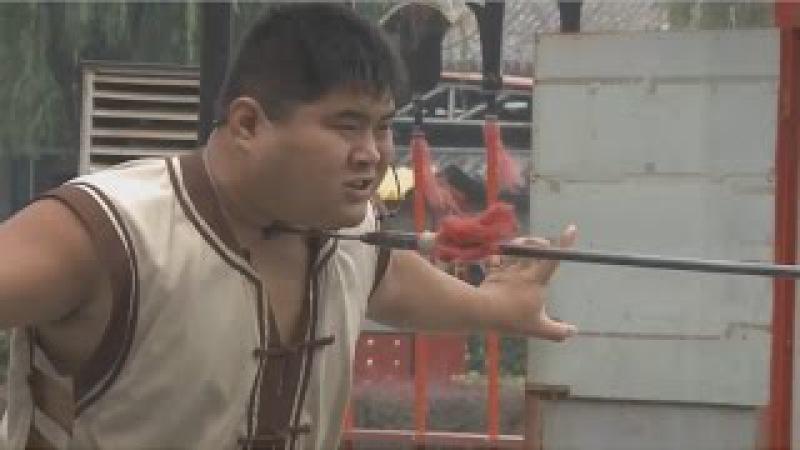 Мастер кунг- фу из Китая показывает чудеса
