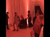 Конор МакГрегор танцует на свадьбе!