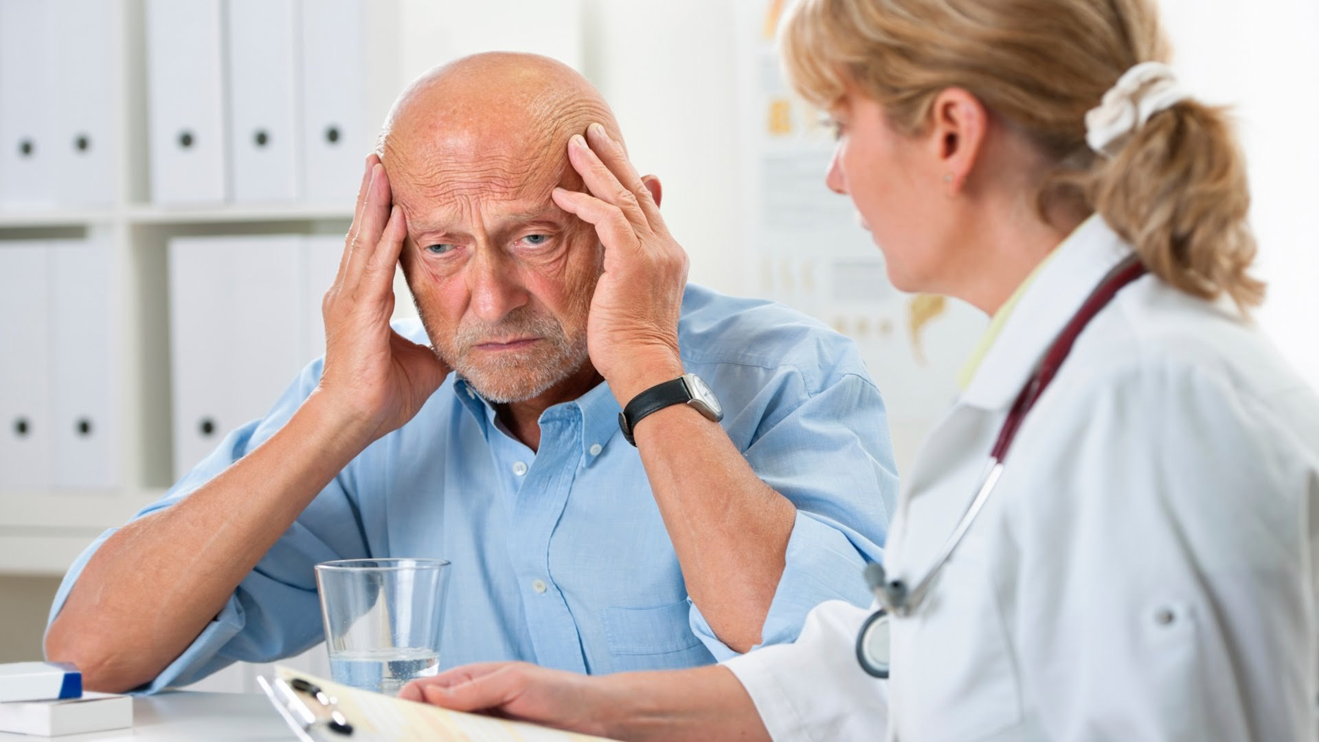Как влияет болезнь Альцгеймера на человека?