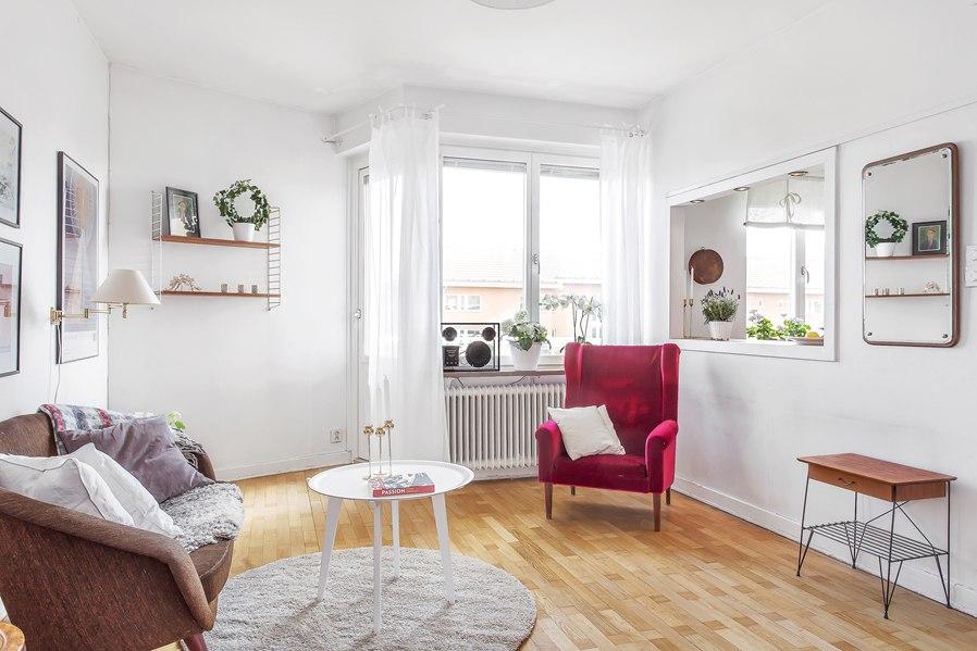 Средний вариант между студией и однокомнатной квартирой 36 м с большим окном из кухни в комнату.
