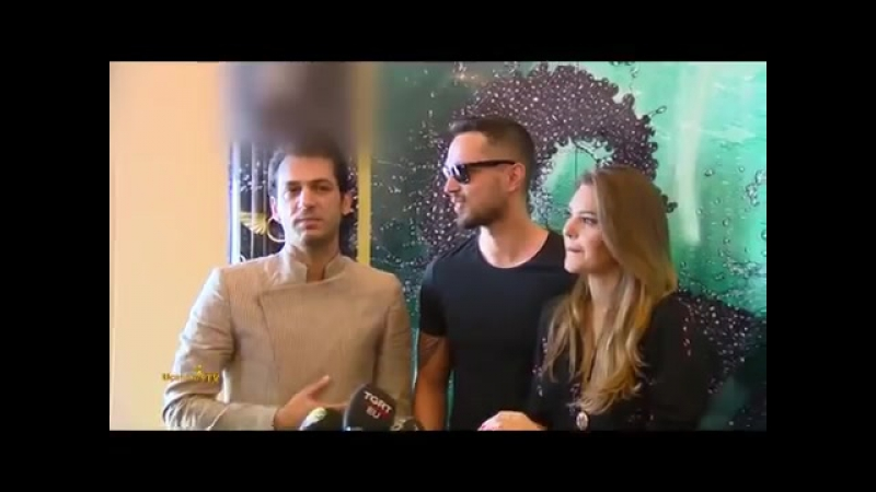 Мурат Боз и Аслы Энвер на презентации Мурата Йылдырыма
