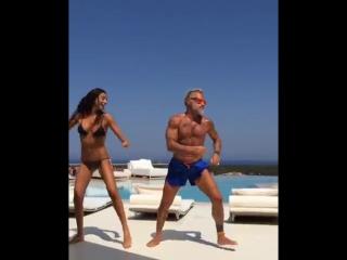 Танцующий миллионер Джанлука Вакки с женой.480