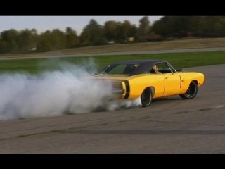 Bitchin' -70 Charger R/T drifts on airfield