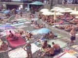 Набережная и пляжи Судака в разгар лета-2010.wmv