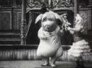 Свинья-мутант танцует