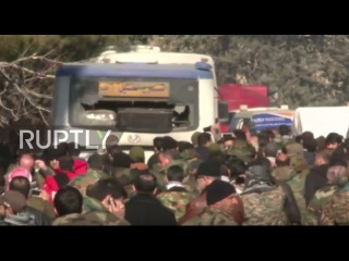 Сирия: гражданские лица, эвакуированные из осажденной Фуа и Кефрая прибывают в Алеппо.