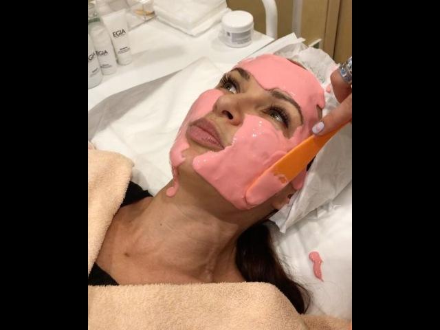 олько Хорошо ухоженные космонавты выходят из моего любимого @beautyoflake ШвейцарскийИнститутКрасоты розоваяБлёданс всегда весела и полна сил! Почему?! По тому 👈