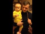 Самое приятное зрелище для мамы - наблюдать, как папа танцует с доченькой