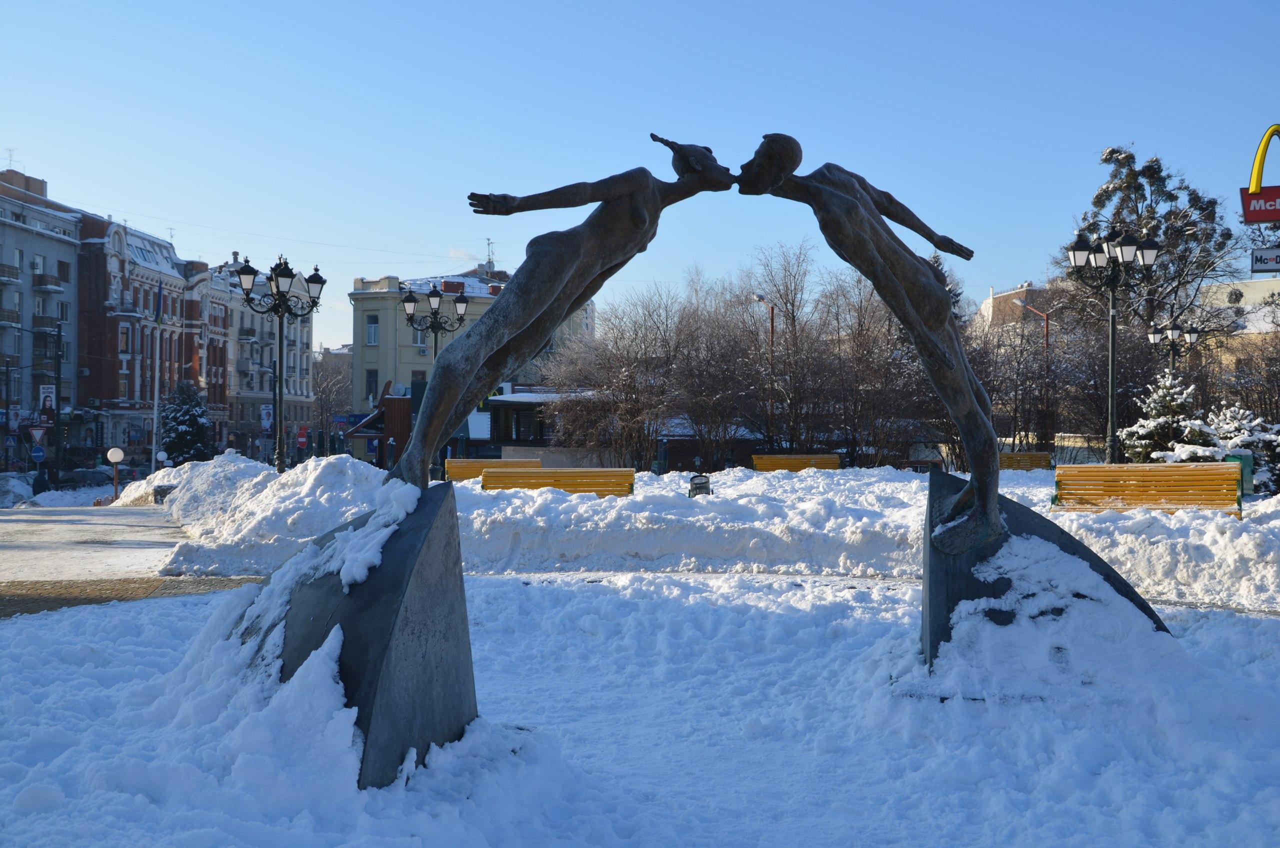 Влюбленные замерзли в центре Харькова (ФОТО)