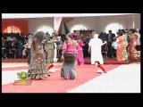 Salif Keita chante en choeur avec le pr
