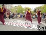 Буддийские монахи танцуют брейк-данс как дань памяти Адаму Яуху из Бисти Бойс  Breakdancing Buddhist Monks Honor Beastie Boy Ada