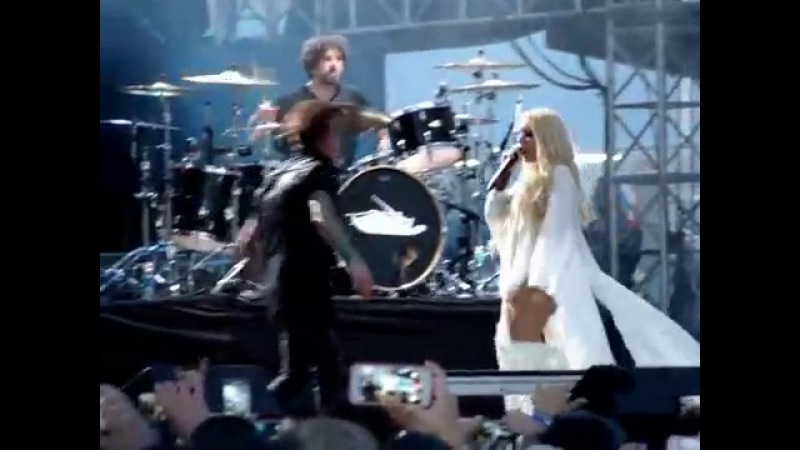 Papa Roach Gravity feat Maria Brink @ Fort Rock 2017