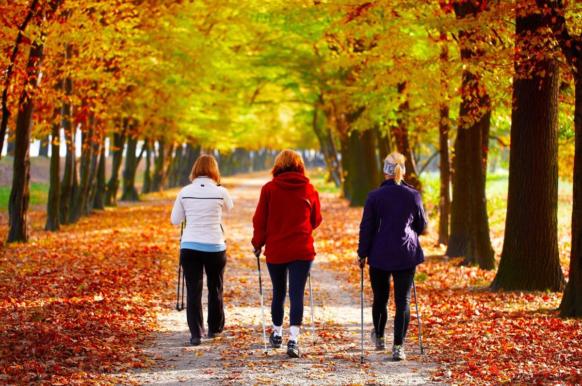 Чем полезна ходьба пешком для женщин при менопаузе?