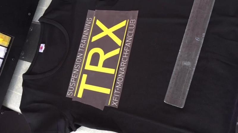 Нанесение логотипа на стрейчевую футболку