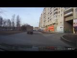 ул. Сталеваров, 46 сверху летят осколки кирпичей