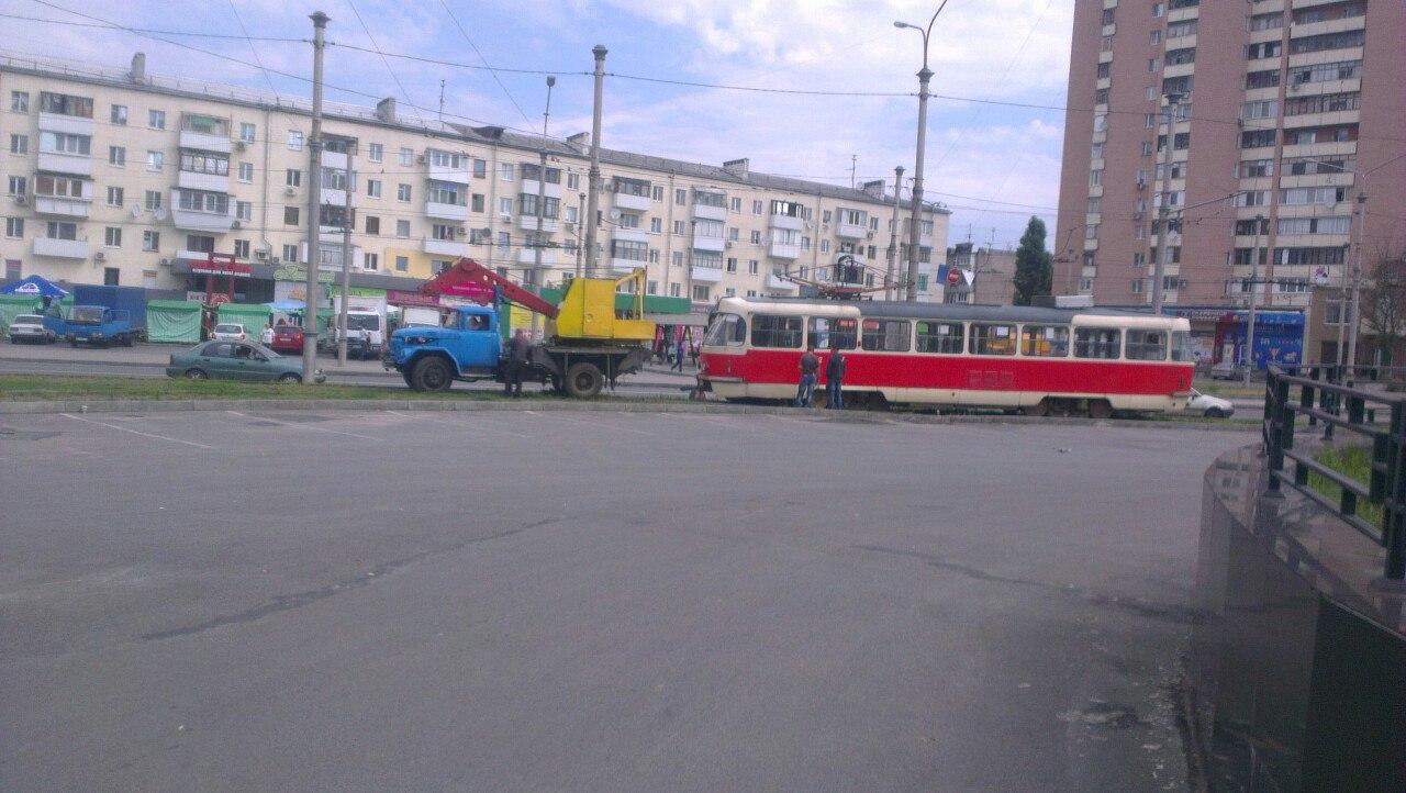 Вгорсовете обещали снести киоск, вкоторый врезался трамвай