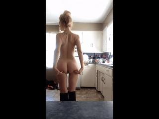 Голых голые никого не стесняются видео мастурбация