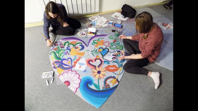 Катя и Даша студентки из АХПК расписали к 14 февраля сердца