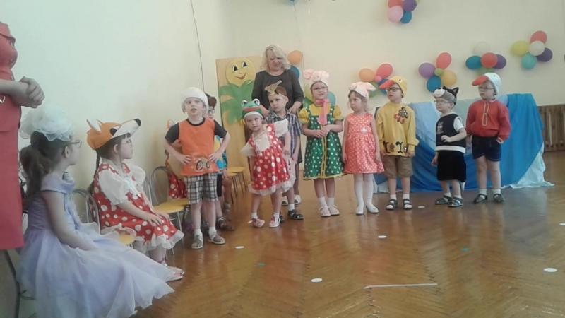 группа Яблоньки показывают сказку Путаница К.Чуковского.