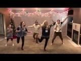 8 братьев и сестер танцуют удивительный Рождественский танец