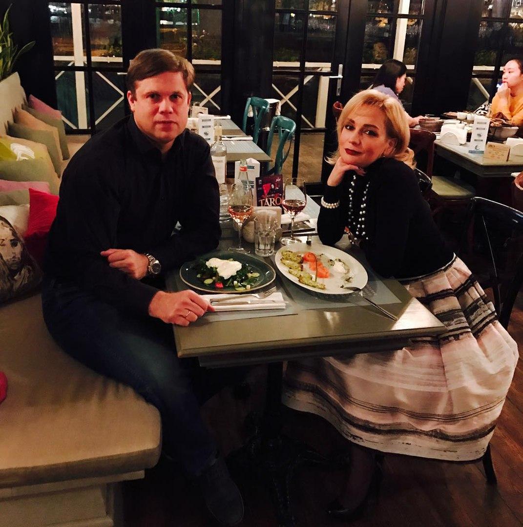 Радимов отменил развод сБулановой романтичным ужином вресторане