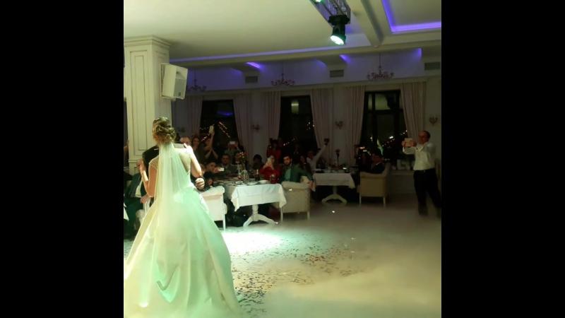 Захоплюючий перший танець Андрія і Валюші 28 01 2017р ресторан Застава