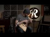 Балалайка в руках гитариста-виртуоза