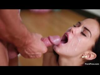 обкончал личико красотки после бурного секса