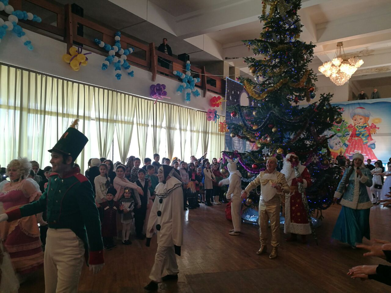 Более 50 школьников из Зеленчукского района побывали на Новогодней елке Главы Карачаево-Черкесии