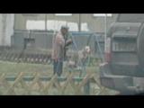 Собачка просто качается на качельке )))) Ангарск, 12а мкр