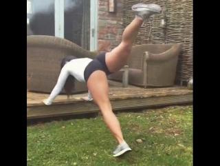 Тренировка на мышцы попы и ног