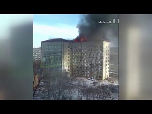Пожар в Большом камне. Горит крыша дома
