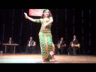 Ravilya Chubarkaeva balady improvisation with live band at Tariq El Nugoum - sem 5531