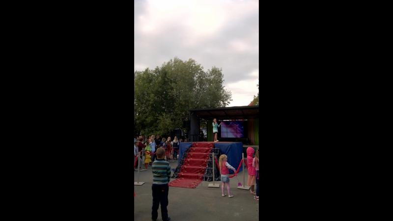 Рината поёт авторскую песню Ю.Семёнова Домовой
