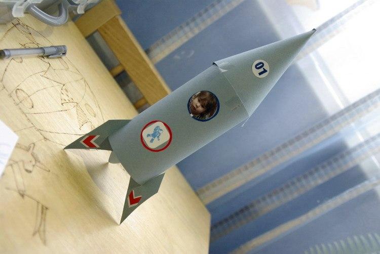 Как сделать ракету из подручных материал