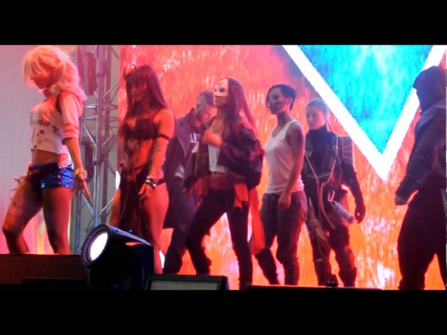 MOTIVATION dance CREW, шоу отряд самоубийц на сцене COMICCON RUSSIA 2016