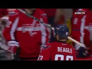 Бигл с клюшкой Летанга вместо рогов / Beagle's stick-y situation