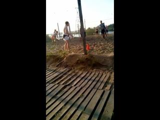 Волейбол на гребном канале нагишом