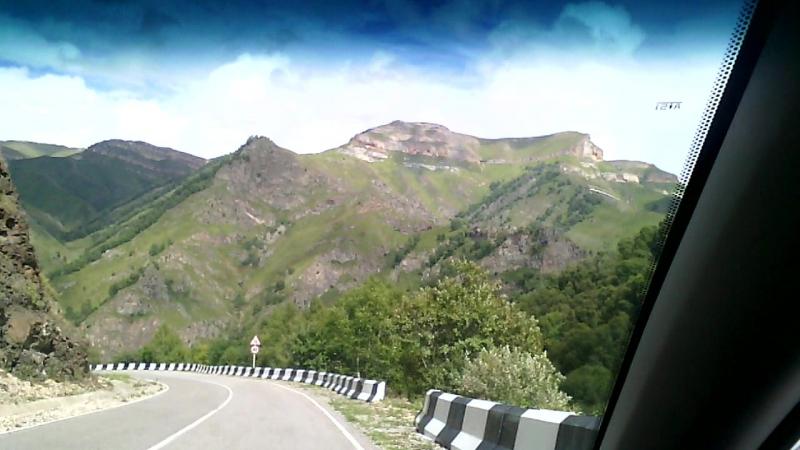 Опасная дорога в горах бешеный КАМАЗ