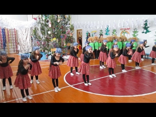 Танец бабаежек и домовят)))