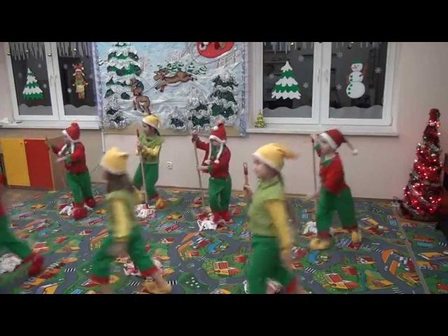 Taniec z mopami w wykonaniu dzieci z grupy Muzykanci (NUTKA Stara Iwiczna)