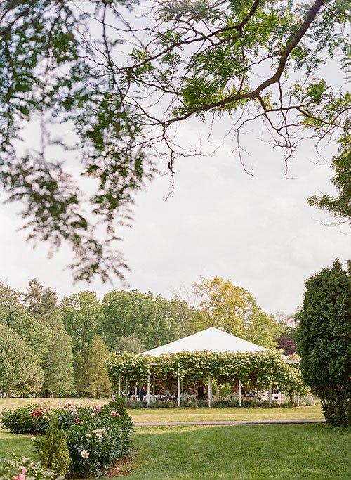 biTZfRmFj60 - Свадьба, согретая июньским солнцем (45 фото)