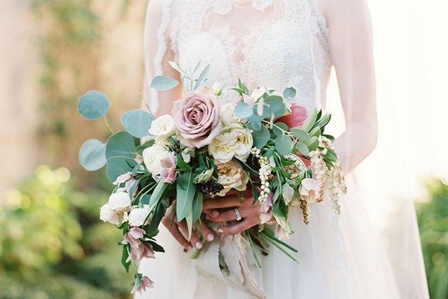 Выбор между платьем невесты и местом проведения свадьбы