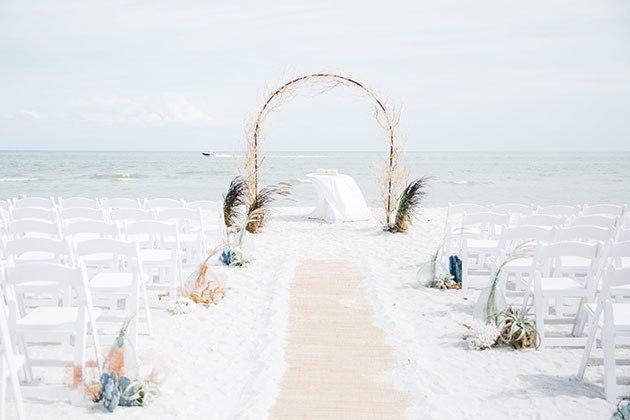jvqiI95VV1s - Свадьба на берегу моря (23 фото)