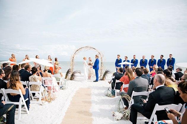 8yzJsGSEDQ - Свадьба на берегу моря (23 фото)