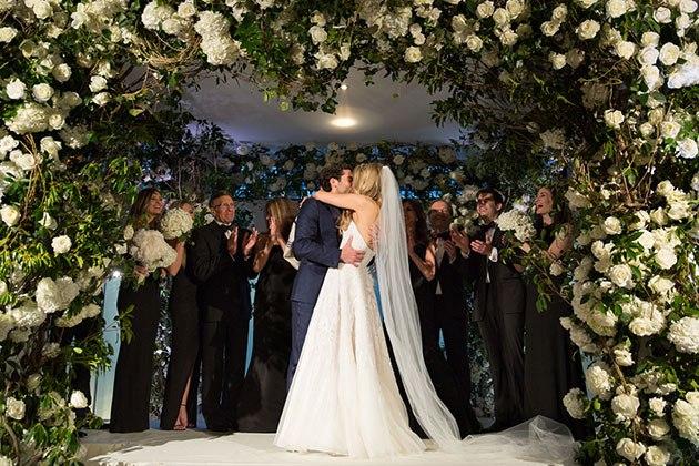 sb4zEuDfwlQ - Свадьба в родном городе (27 фото)