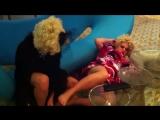 Заза Наполи слегка пригубила виски в W Hotel Miami Beach
