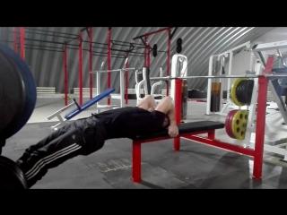 Самое лучшее упражнение на всё тело это Флаг дракона))