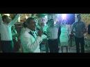 Петр Петкович исполняет на свадьбе